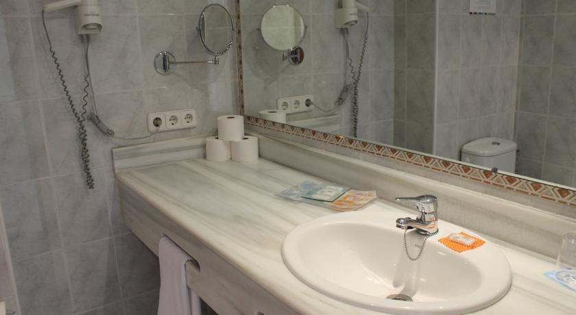 Appartementen Maristany - badkamer