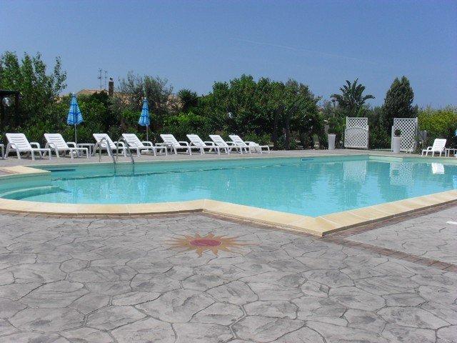 Appartementen Paradise Beach - zwembad