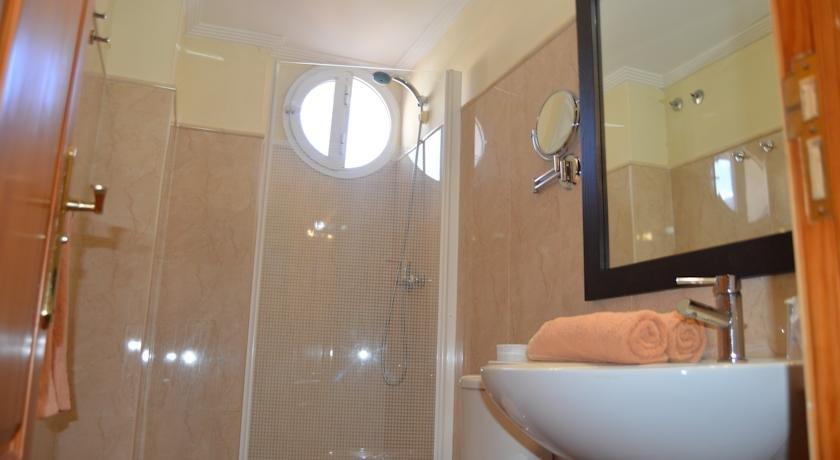 Hotel Aldea Suites - badkamer