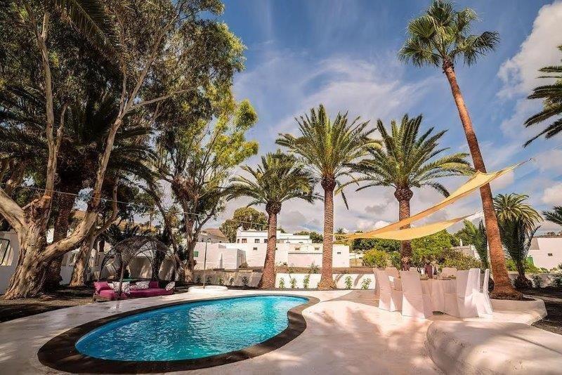 Hotel Villa Delmas - tuin en zwembad