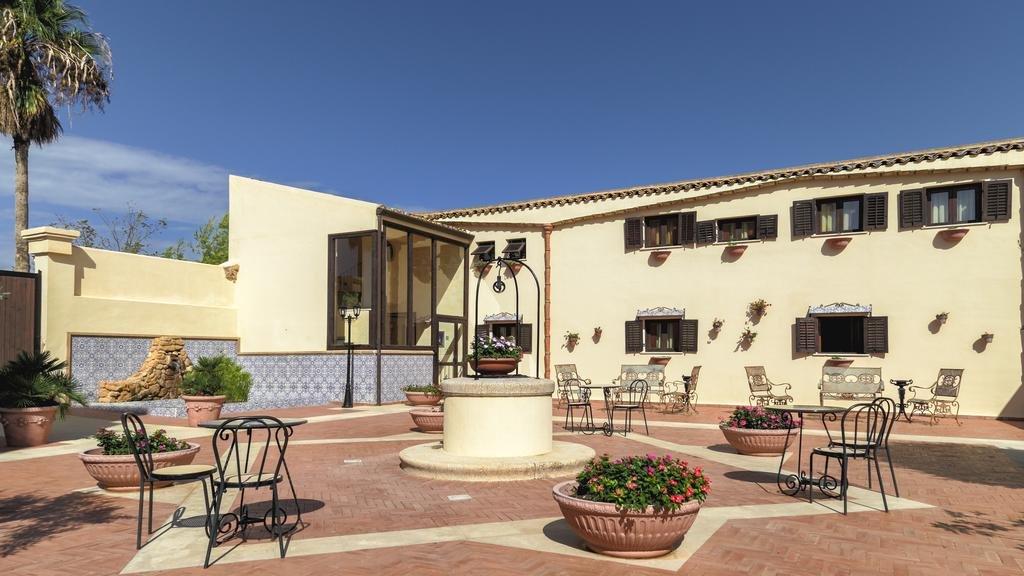 Hotel Baglio della Luna - patio