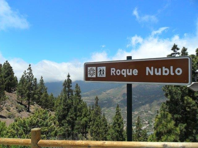 Fly-drive Roque Nublo