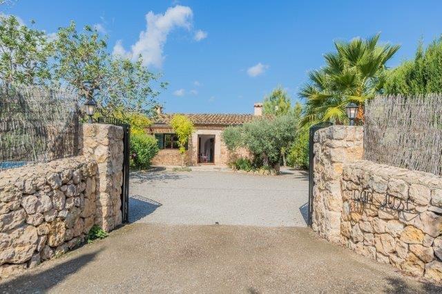 Villa Can Just - entree
