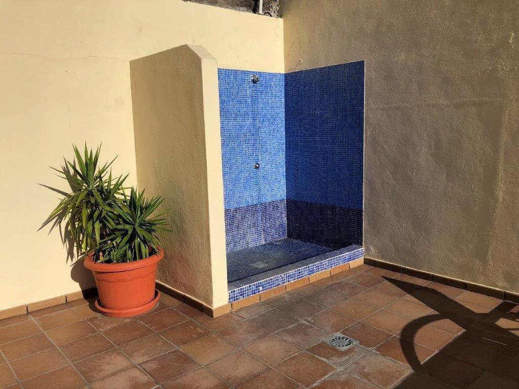 Appartementen Las Terrazas - buitendouche bij het zwembad