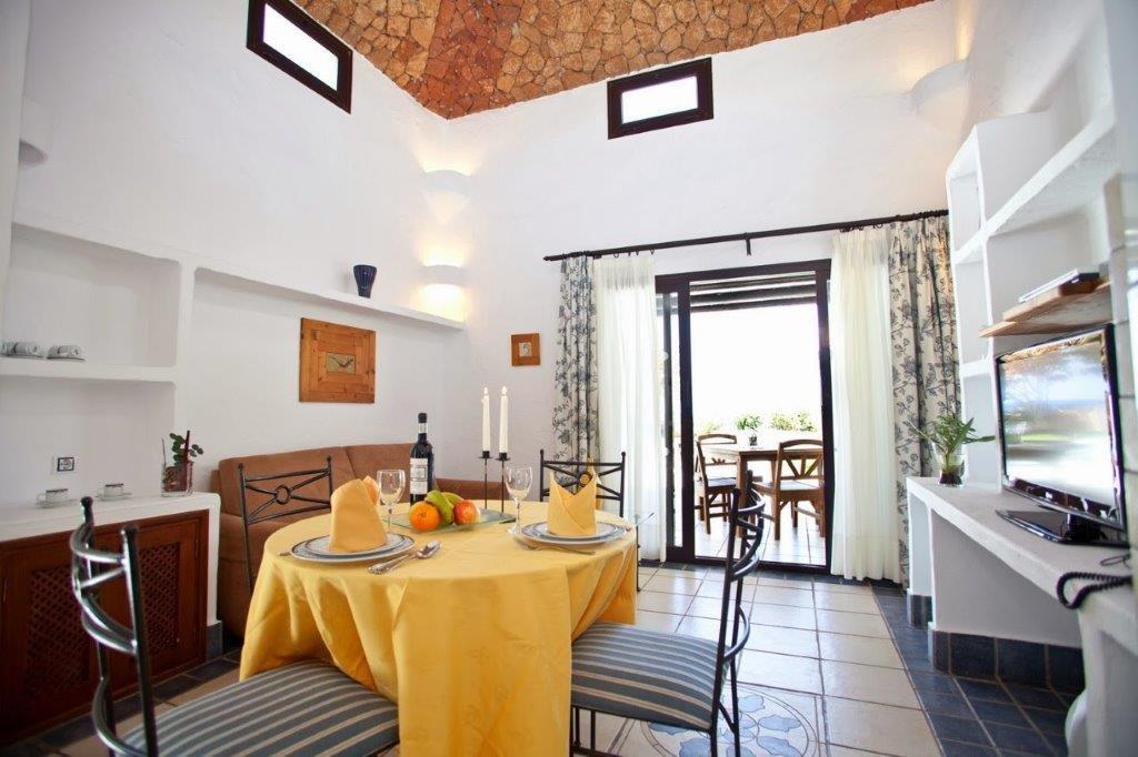 Villa Kamezi  - eetkamer
