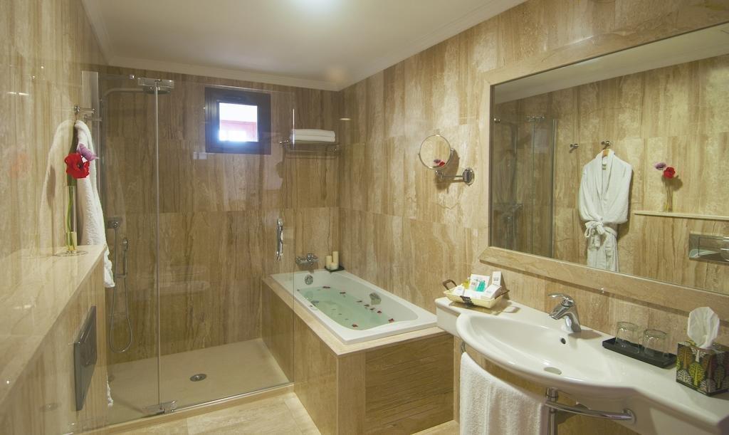 Hotel Melvas Suites - badkamer