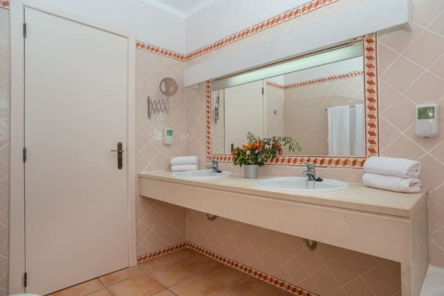 Villa Colina - badkamer