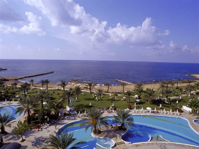 Hotel Athena Beach - zwembad, tuin en strand