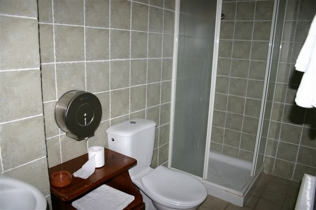 Hotel Semiramis - badkamer