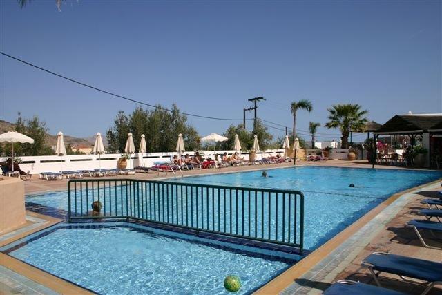 Appartementen Lambis - zwembad