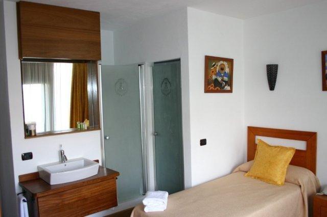 Hotel Rural Bentor - badkamer modern