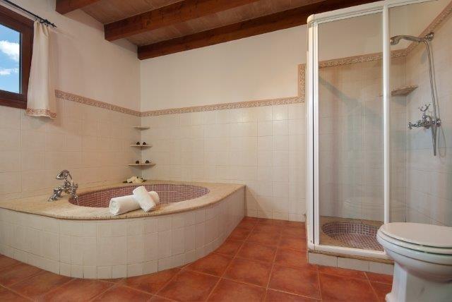 Villa Can Pedro - badkamer