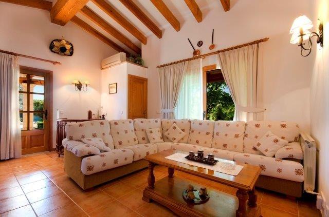 Villa Aumadrava - woonkamer