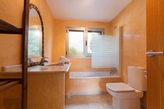 Villa Ses Oliveres - badkamer