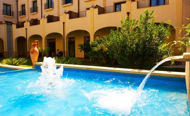 Hotel Mahara - zwembad