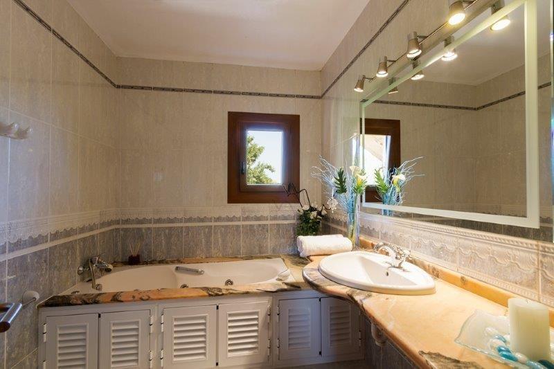 Villa Ferrera - badkamer