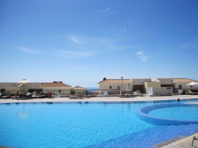 Villa St George - gezamelijk zwembad