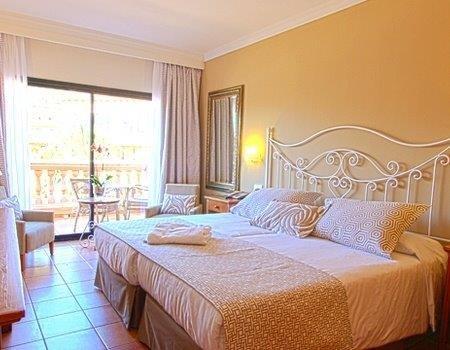 Hotel Mon Port - slaapkamer