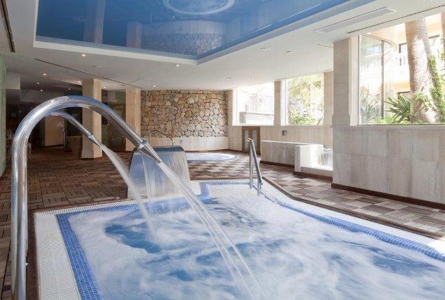 Hotel Mon Port - binnenzwembad