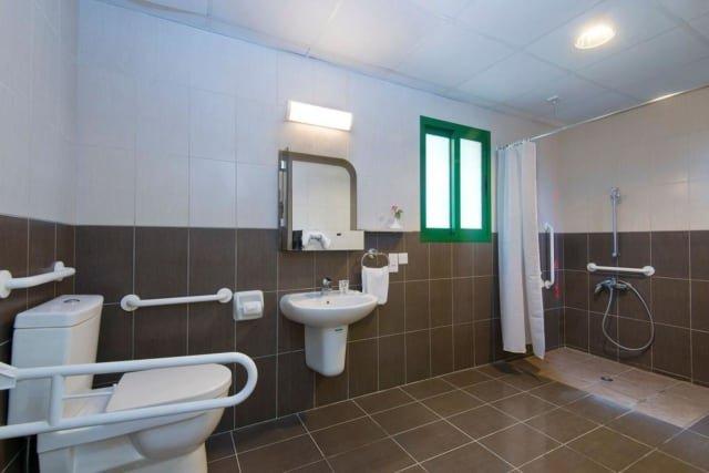Hotel Natura Beach - badkamer minder validen